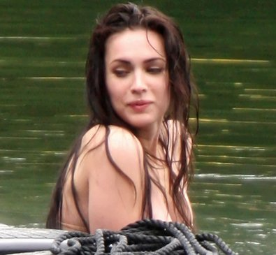 Megan-Fox-Topless-On-Jennifers-Body-Set-nonnude